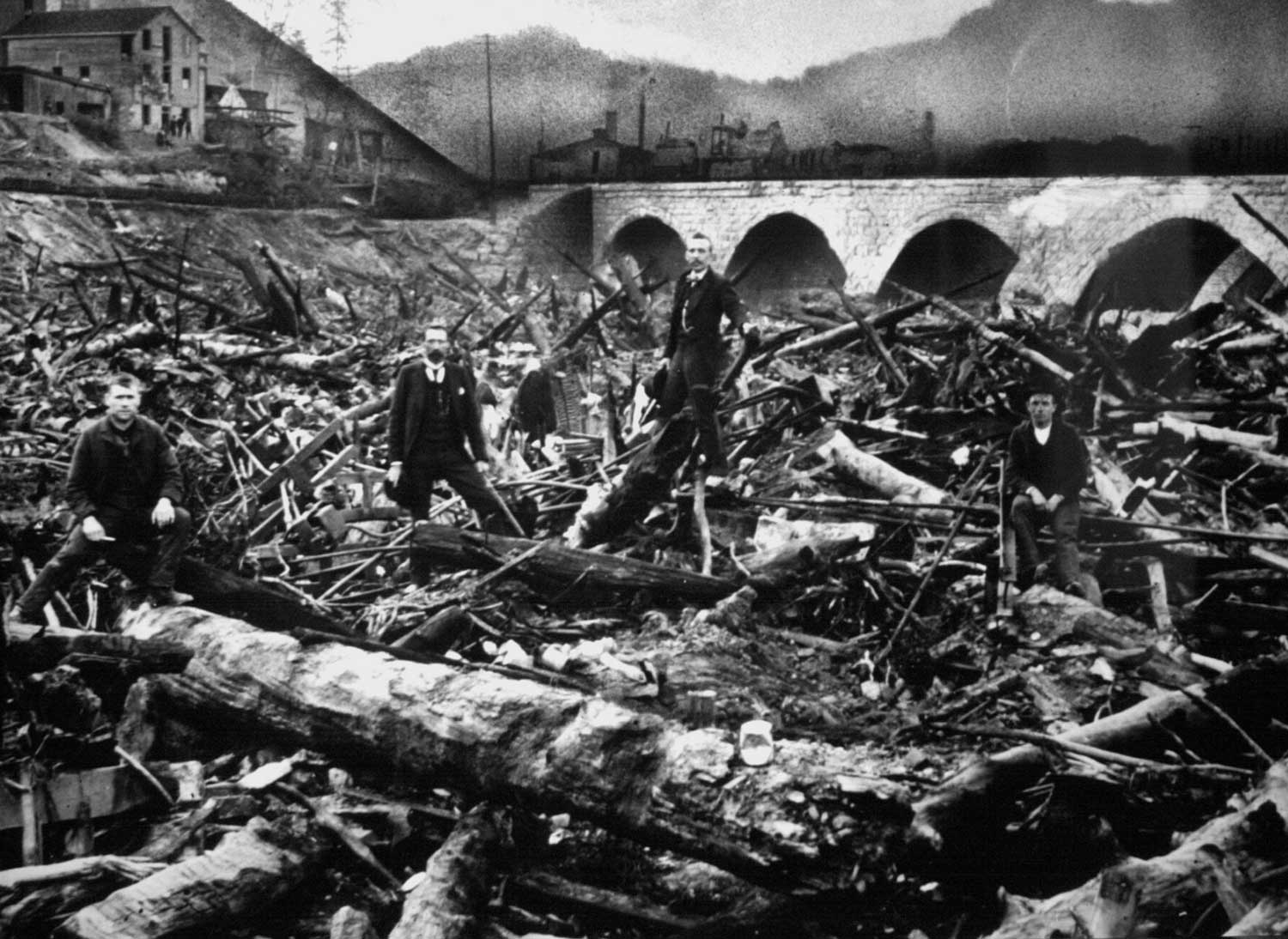 johnstown flood On may 31, 1889, a dam on the little conemaugh river broke, flooding the working-class town of johnstown, pennsylvania, killing more than 2,200 people.