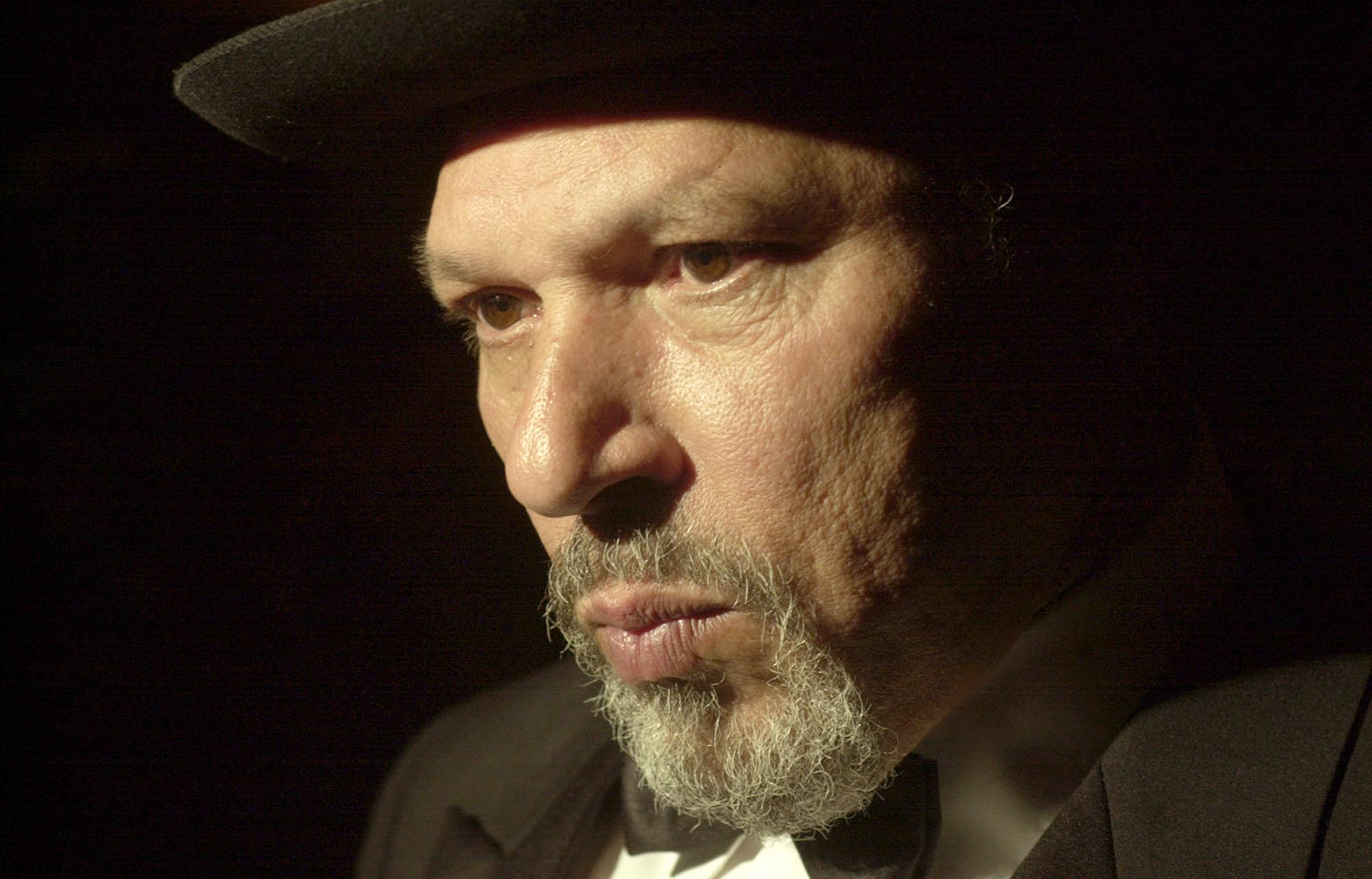 august wilson August wilson was an american playwright his literary legacy is the ten play series, the pittsburgh cycle, for which he received two pulitzer prizes for.