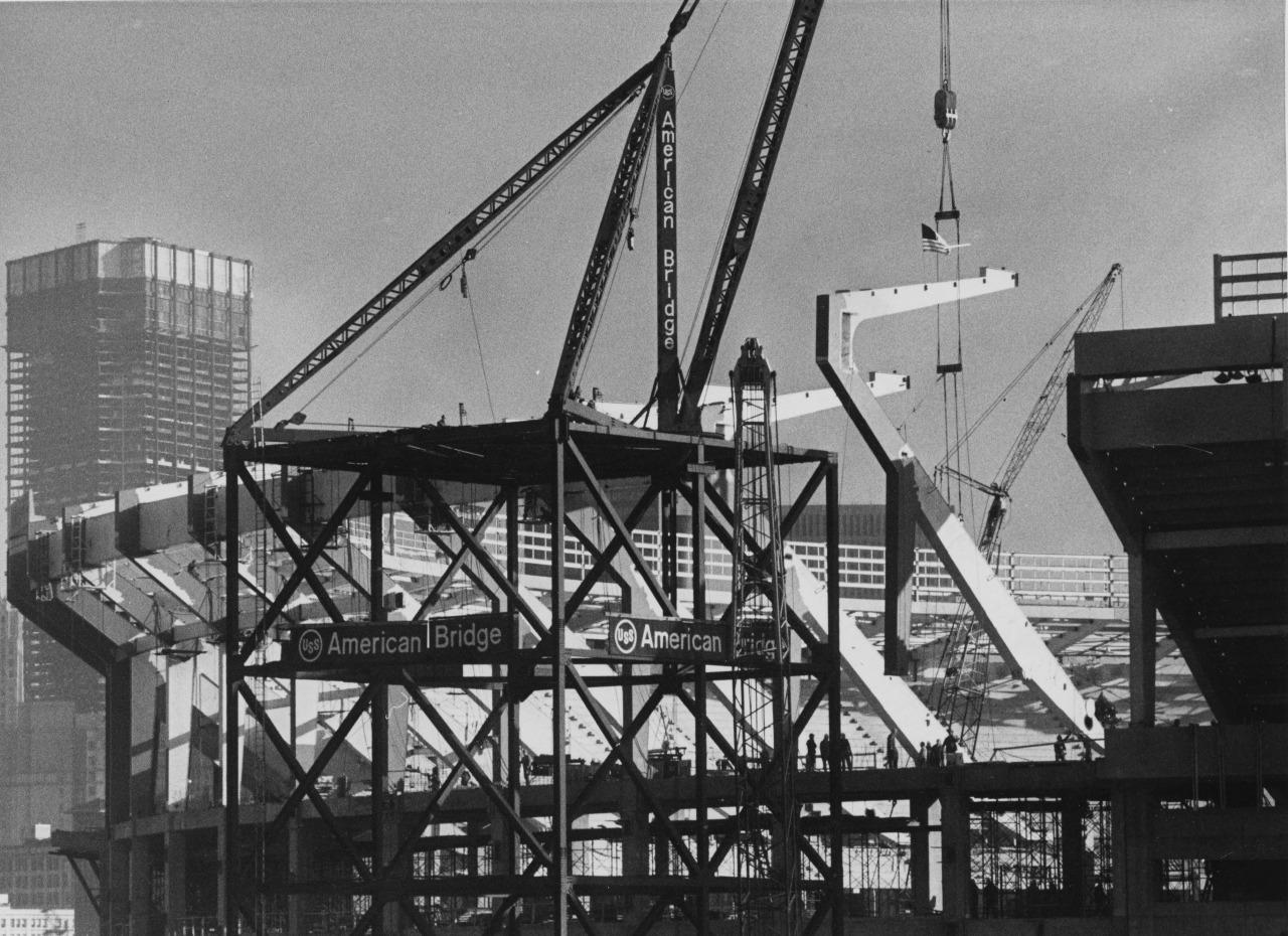 Dec  10, 1969: As the U S  Steel headquarters rises behind it, the